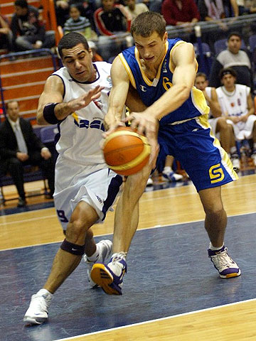Avi Soucar (Ironi Iscar Nahariya, left) and Alexey Savkov (BC Khimki)
